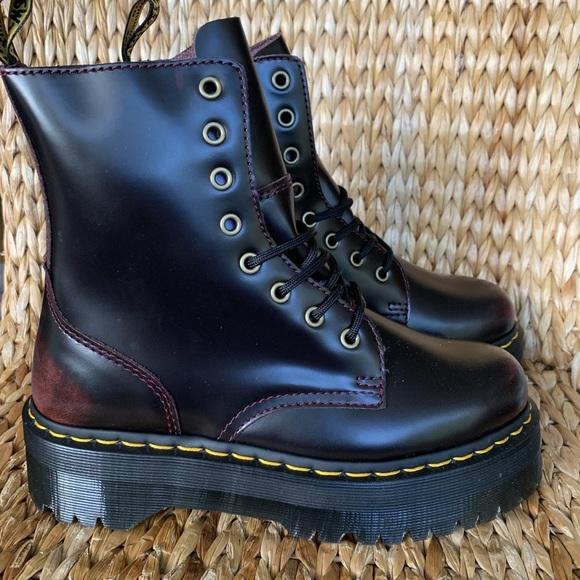 Various Footwear Online Store NIB Dr Martens Festive